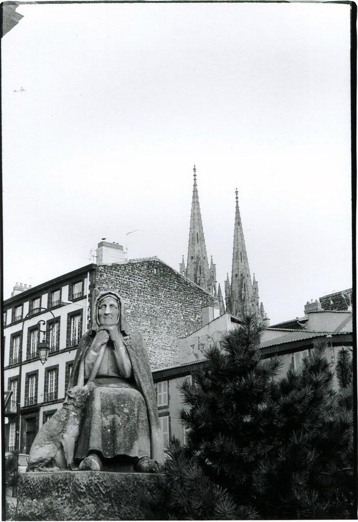 statue003